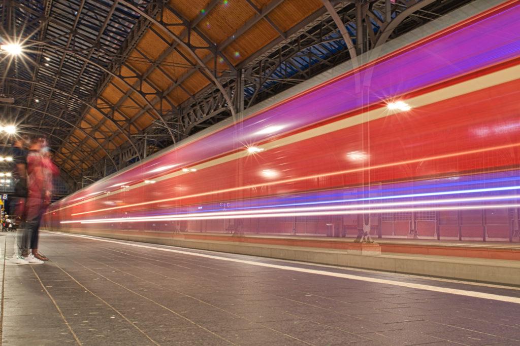 Lübecker Hauptbahnhof bei Nacht